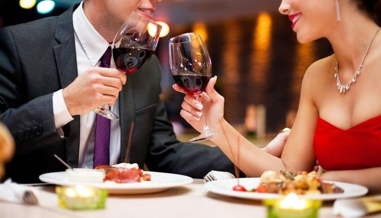 Что подарить жене на 8 марта - романтический ужин
