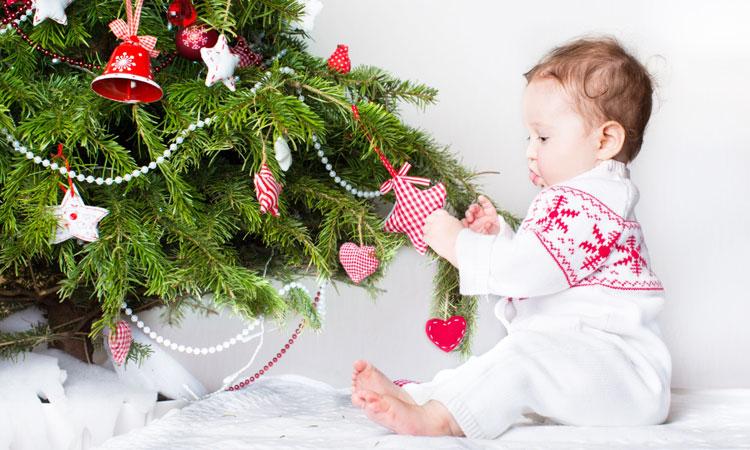 Как можно украсить детскую на Новый год