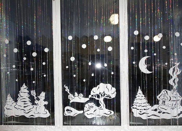 Как украсить окно на Новый год дождиком