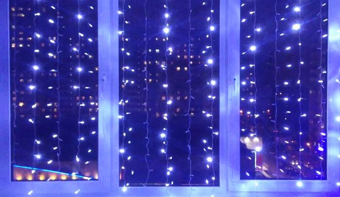 Как украсить окно к Новому году гирляндой