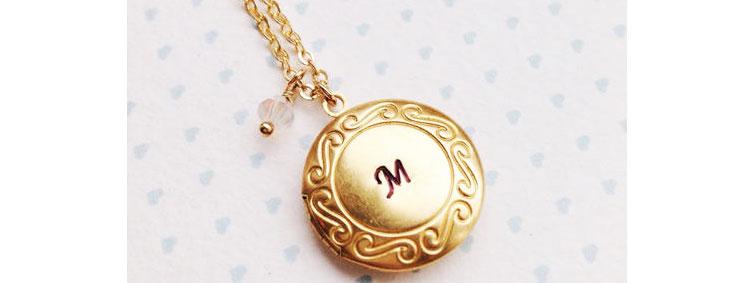 Именной медальон девочке на день рождения 7 лет в подарок
