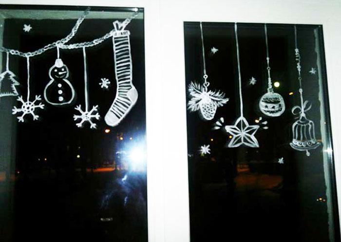Как украсить окно на Новый год рисунками