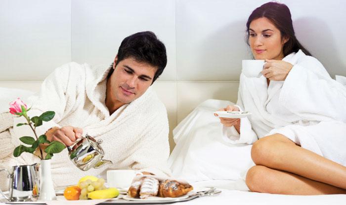 Завтрак в постель девушке на 8 марта в подарок