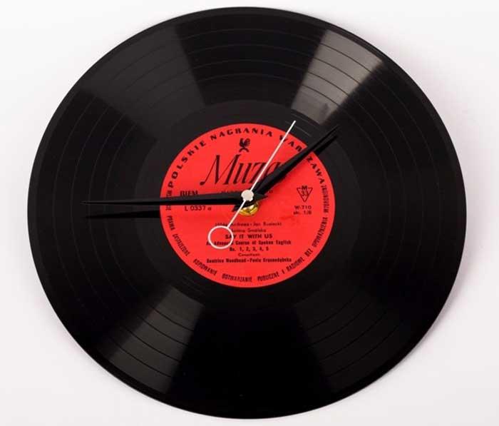 Часы в виде виниловой пластинки